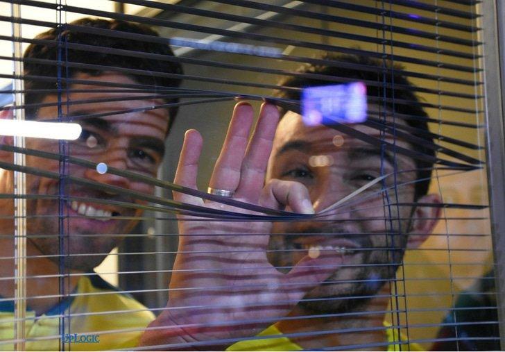 Maxi y Sanyo tras la cortina